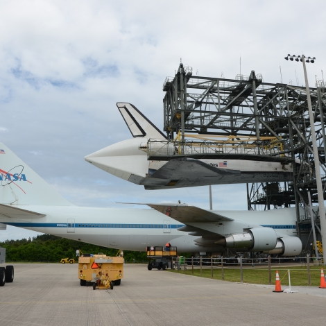 Preparing to lower Endeavour onto the Shuttle Carrier Aircraft for the last time