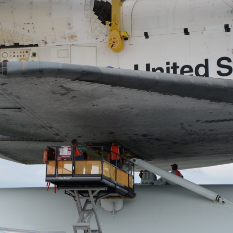 Final connections made between Shuttle Endeavour and its 747 carrier aircraft